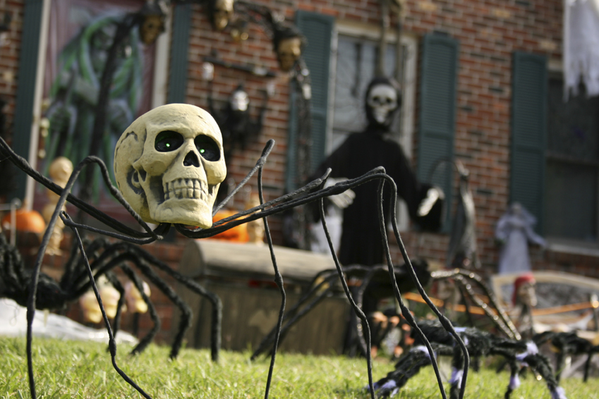 Halloween House Decorating Contest : Bunbury &amp Associates - Horror Props